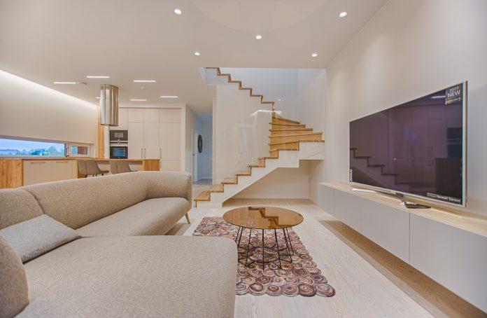 Sala de TV: 5 dicas de iluminação para um ambiente mais aconchegante